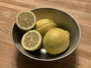 喜多良で収穫された無農薬レモン